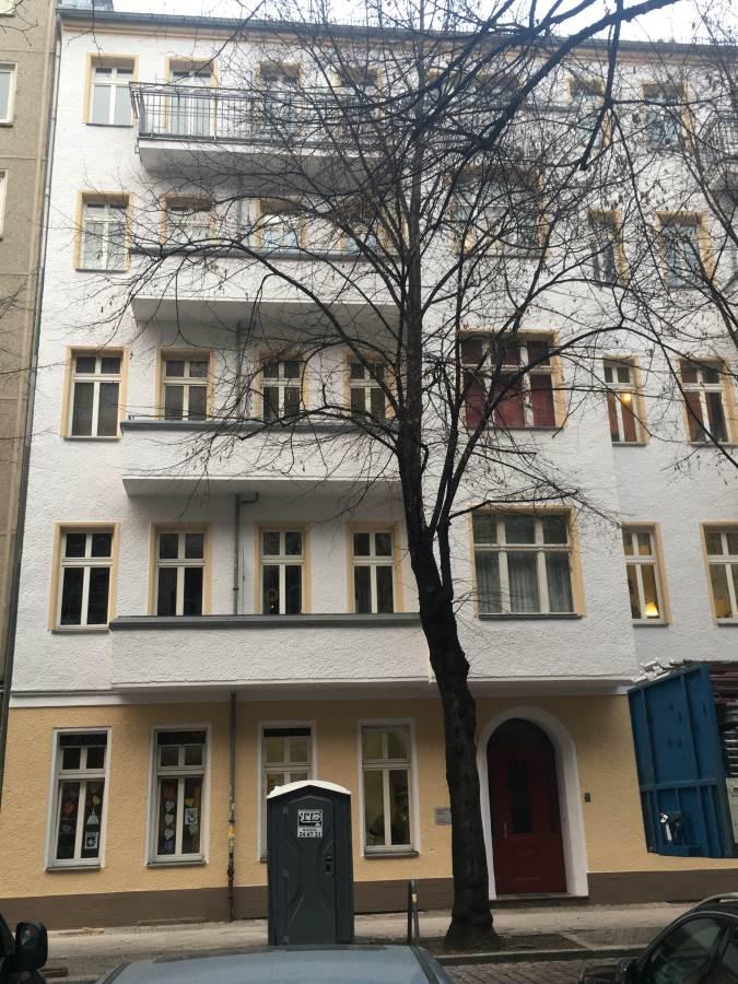 Fassaden- und Wohnungsbau in Berliner Mehrfamilienhäusern