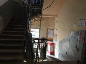Haus 230 Treppenhaus vorher